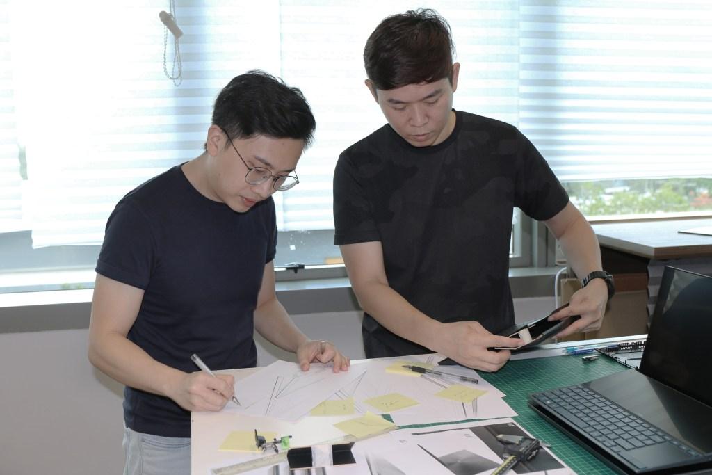 Ding Chuen discusses design with Loi